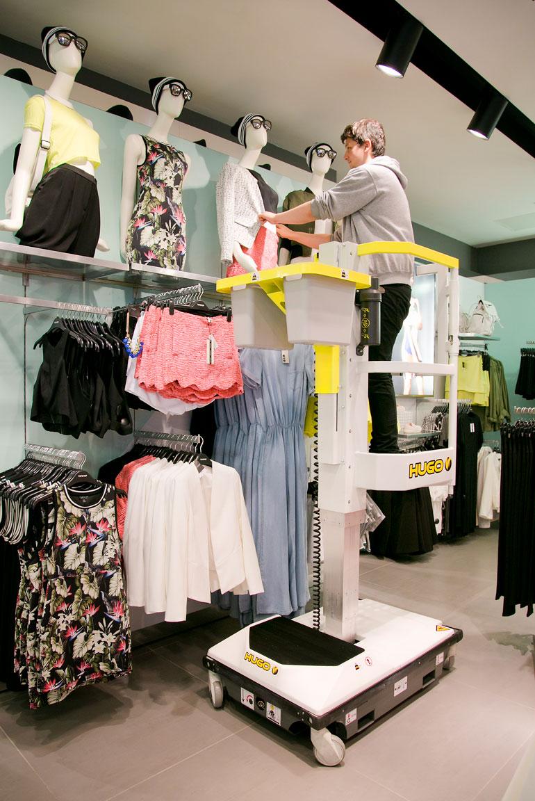 Hugo lift doing VM work in retail