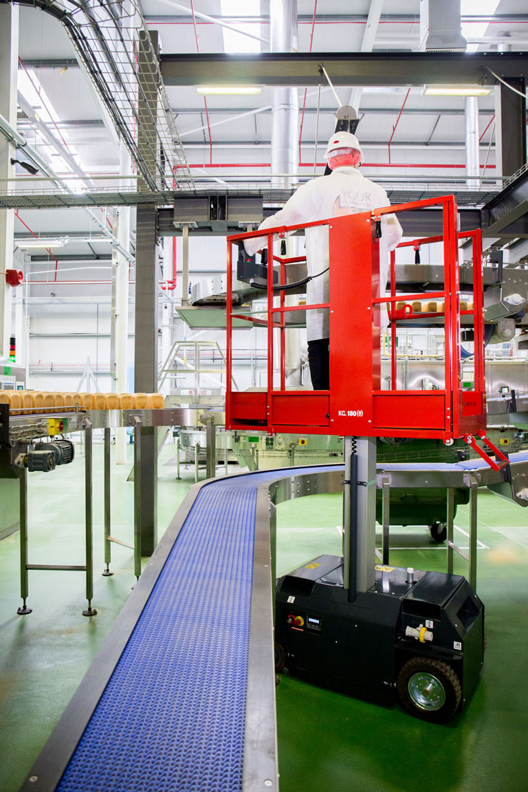 Leonardo MEWP over conveyor in food factory