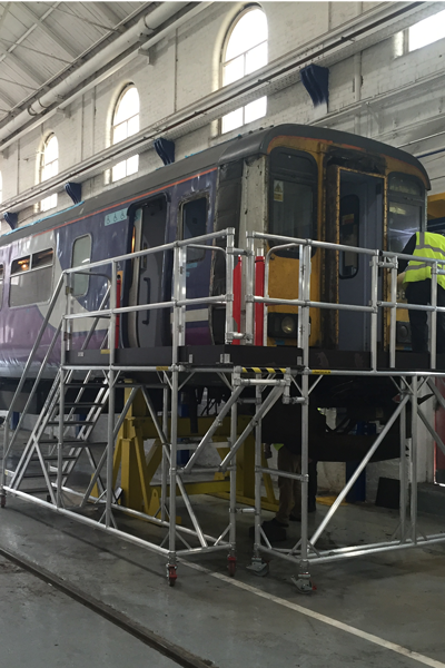 Access platform for access to train carriage and windscreens