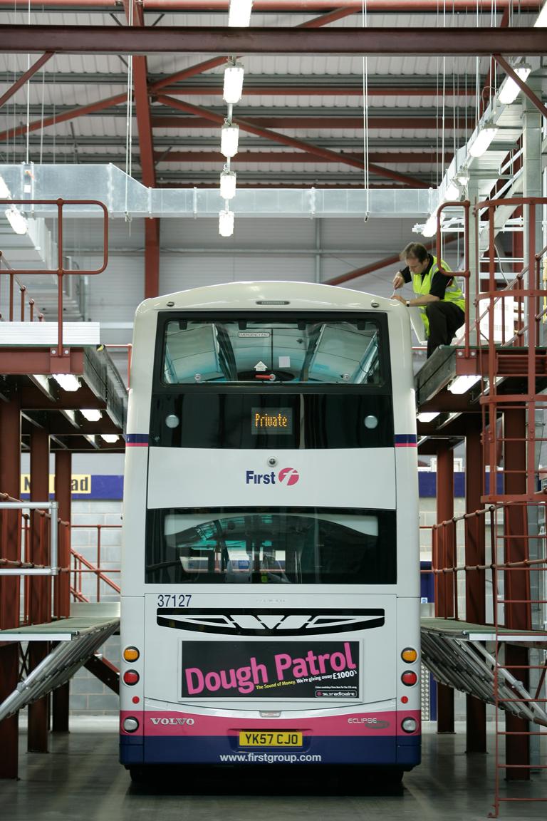 Fixed bespoke access platform for bus maintenance