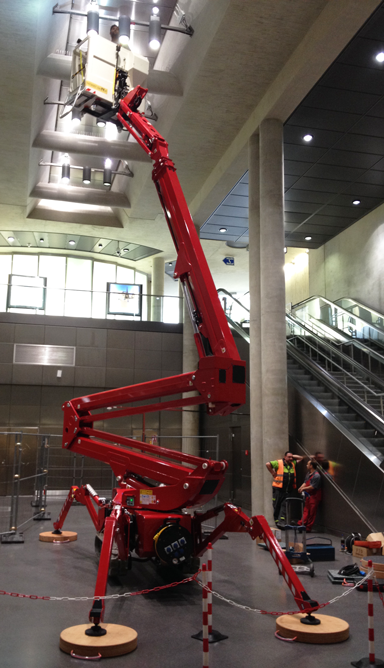 Track-mounted boom lift, SA22 spider lift