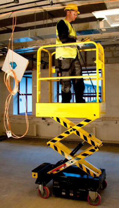 Push around scissor lift (PAV)