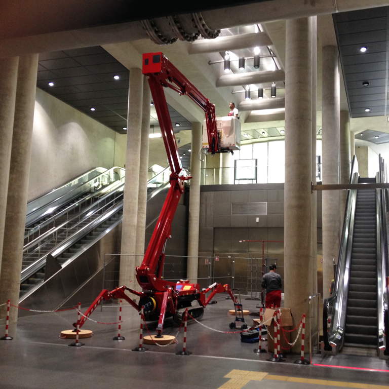 Spider lift working at height in an atrium tracked boom