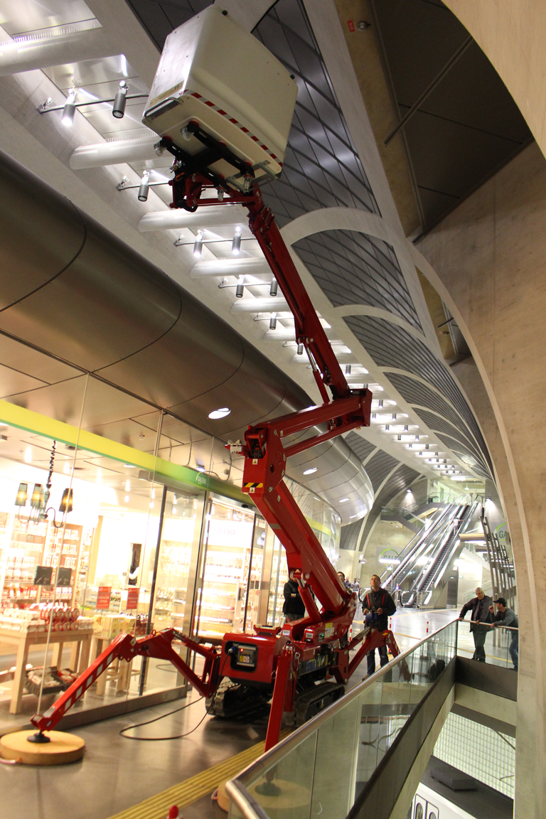 Spider lift working in cramped atrium tracked boom